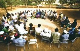 Réunion de membres d'organisations paysannes au Burkina