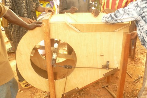 Vaneuse fabriquée par les artisans de Banfora