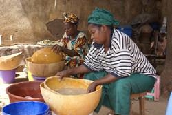 Lavage du fonio au Mali