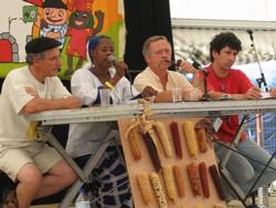 Intervention d'une représentante d'AMASSA au festival EHZ, dans le Pays Basque, aux côtés de José Bové