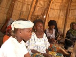 Membres d'un groupement féminin en réunion à Agadez